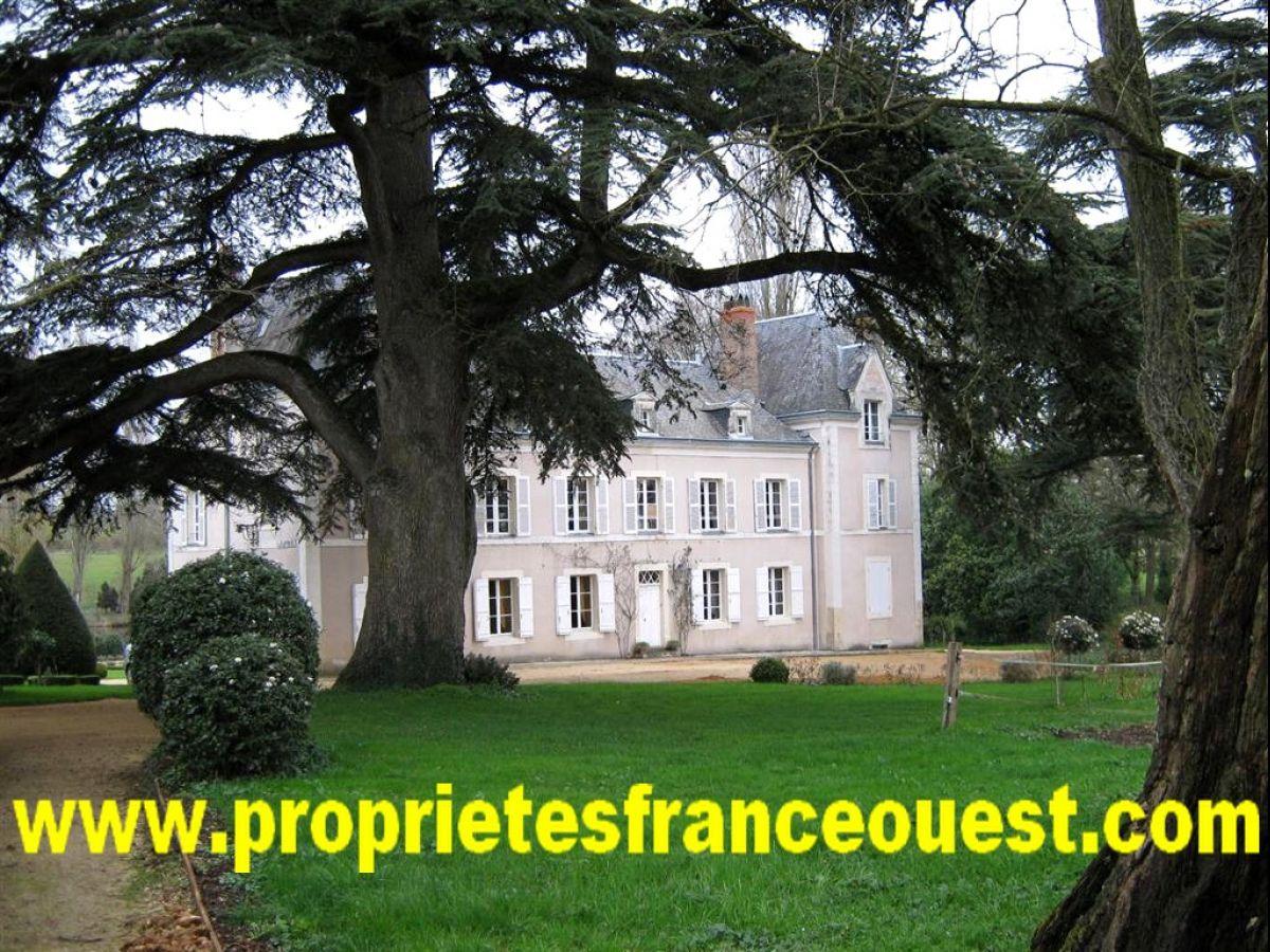 Chateau Xixeme En Anjou 20 Minutes D Angers Belles Demeures Chateaux Maisons Pavillons Proprietes Campagnardes Immobilier Anjou Immobilier Maine Et Loire Immobilier Pays De La Loire