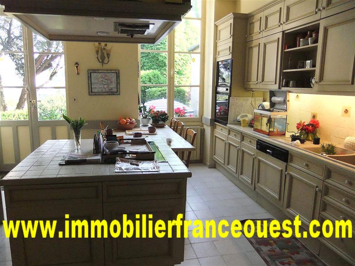 maison bourgeoise sabl sur sarthe tgv paris 1h15 belles demeures maisons pavillons. Black Bedroom Furniture Sets. Home Design Ideas