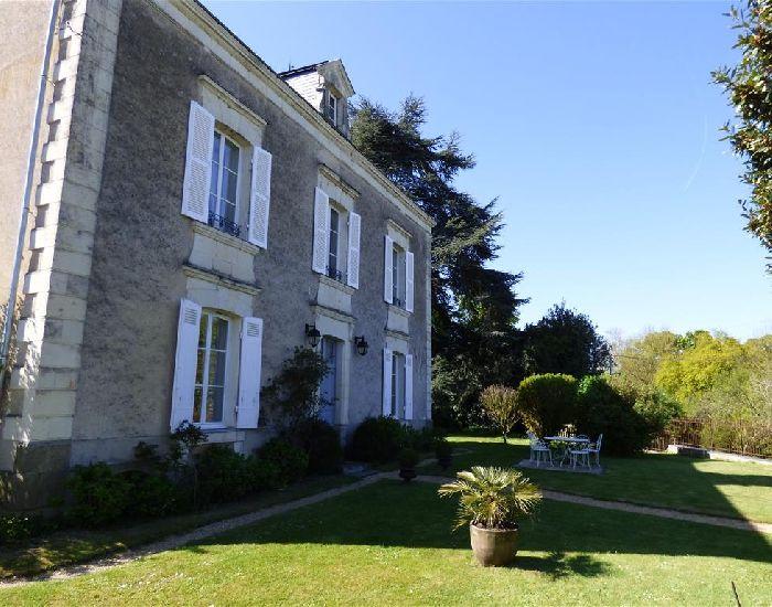 Propriété - Maison de Maitre restaurée - Axe Angers - Sablé
