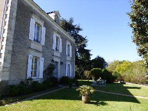 Propriété - Maison de Maitre restaurée - Axe Angers - Sablé à vendre