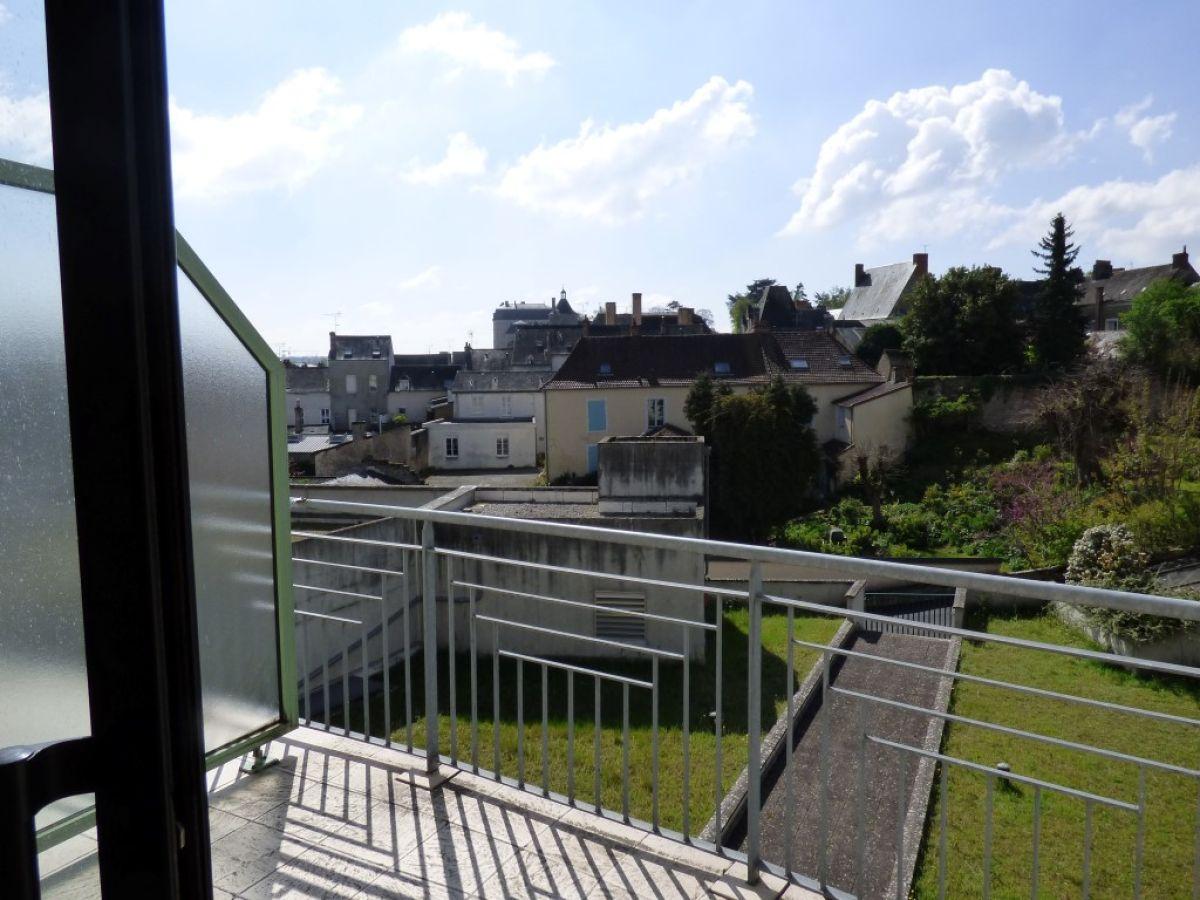 Appartement avec balcon terrasse et garage sabl sur for Garage du viaduc sable sur sarthe