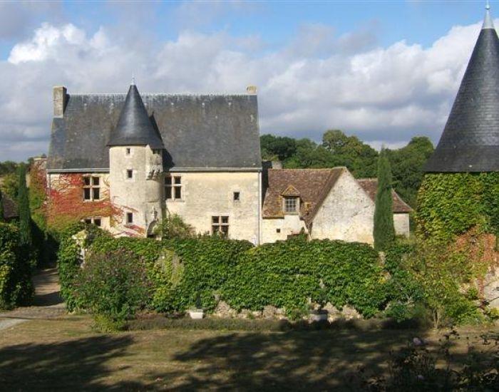 Authentique manoir du XVème siècle avec ferme et dépendances - région le Mans