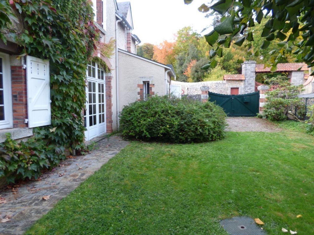 maison familiale et de caractere secteur sabl sur sarthe et solesmes avec jardin en bord de. Black Bedroom Furniture Sets. Home Design Ideas