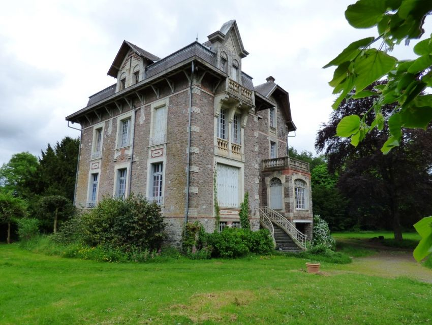 Mansion-Manor of Anglo-Norman style for sale in the west of France