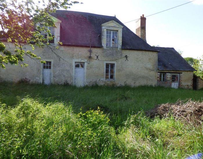 Maison de maître à restaurer - région Sablé - secteur Morannes - Axe Sablé / Angers