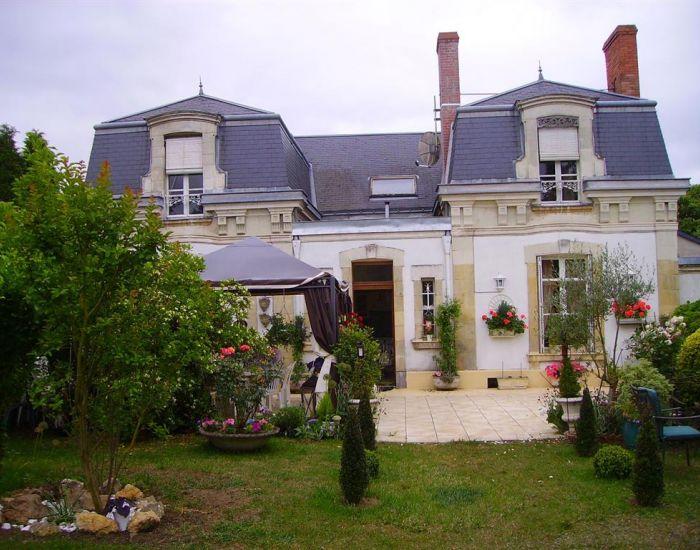 Propriété villageoise - Maison de Maître et de caractère  Axe Sablé - Le Mans -