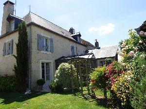 Maison de caractere en Anjou dans la région de Sablé sur Sarthe - gare TGV à vendre