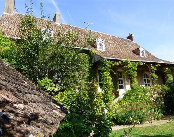 Demeure de charme et de caractere - propriété villageoise - Parce sur Sarthe - 72300 - Proximité Sablé sur Sarthe.