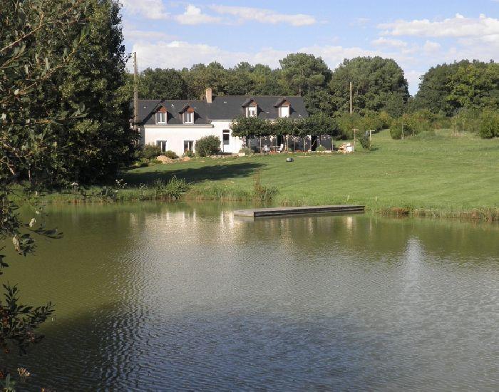 petit domaine de chasse et peche avec bois étangs et maison d'hôtes.