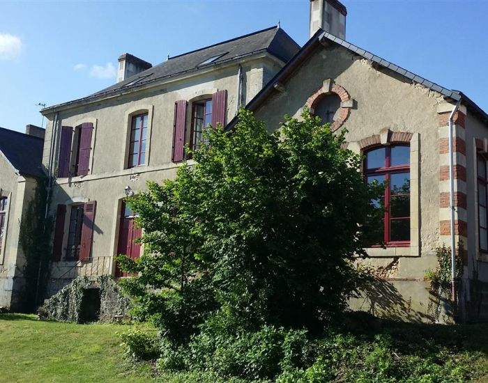 Propriété villageoise avec maison familiale et jardin clos - Sud-Ouest le Mans