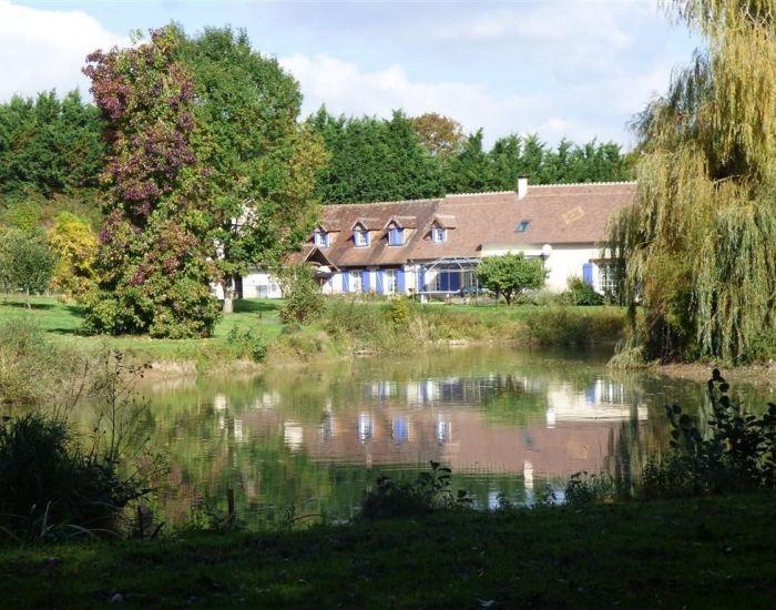 Proximité du Mans (Sarthe) - Maison de caractère avec piscine etang et maison d'hotes