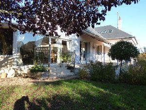 Sablé 72300 - grand pavillon avec sous-sol jardin et garage à vendre