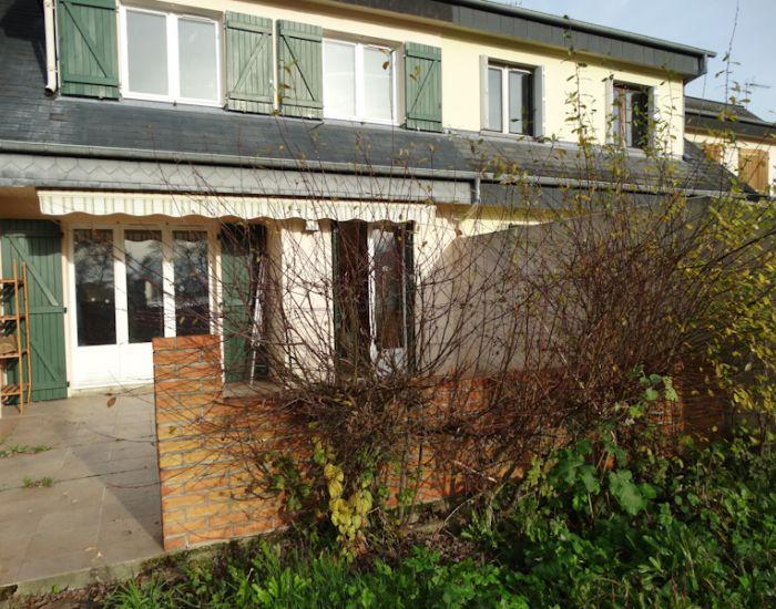 Maison 5 pièces centre Sablé-sur-Sarthe avec 3 chambres, bureau,  jardin,  garage