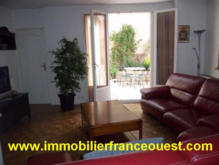 immobilier Sarthe (72):Sablé sur Sarthe, centre Ville. Agréable maison de ville T5, 145 m²