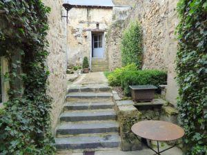 maison de charme et de caractere a sable centre vile - cour -jardinet - garage. à vendre
