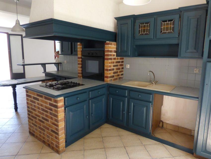 Pavillon Cuisine aménagée ouverte sur séjour 42 m² 4 chambres, garage, dépendance proche Sablé sur Sarthe