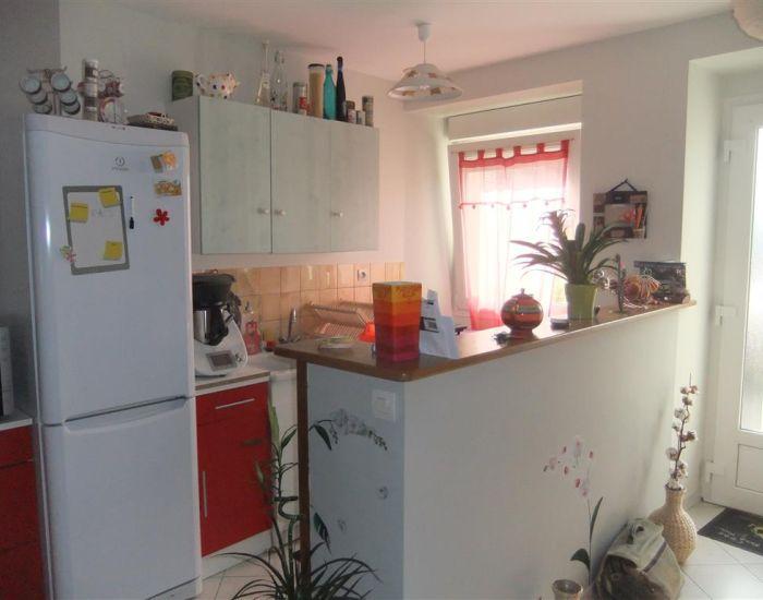 Location immobili re nos annonces location maisons pavillons sabl et co - Cuisine amenagee ouverte ...