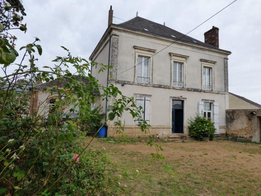 Propriété de caractère avec dépendances et jardin proche Sablé sur Sarthe Maison bourgeoise avec dépendances et jardin 4 chambres