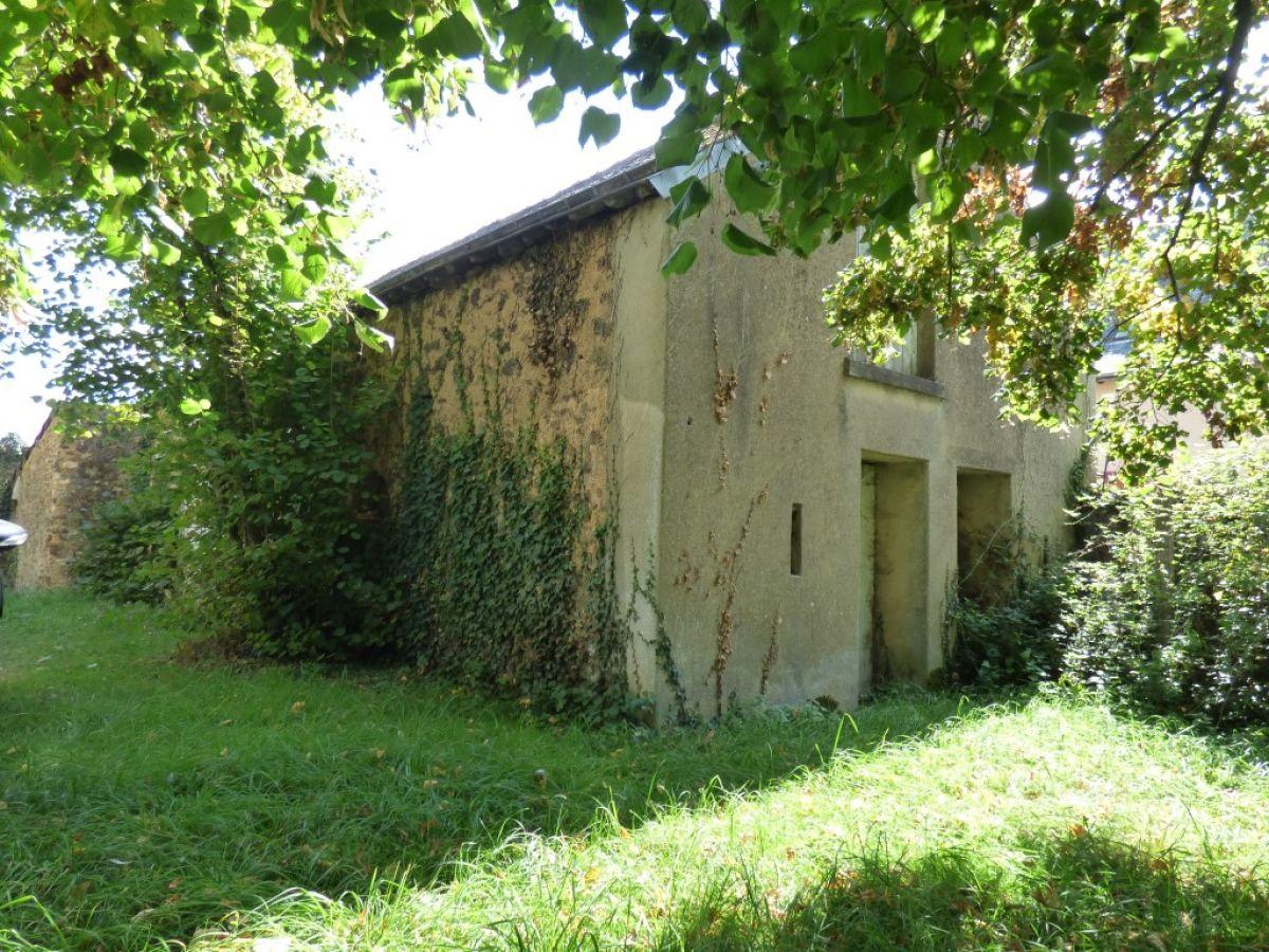 Maison bourgeoise restaurer 10 minutes sabl sur sarthe for Achat maison a restaurer