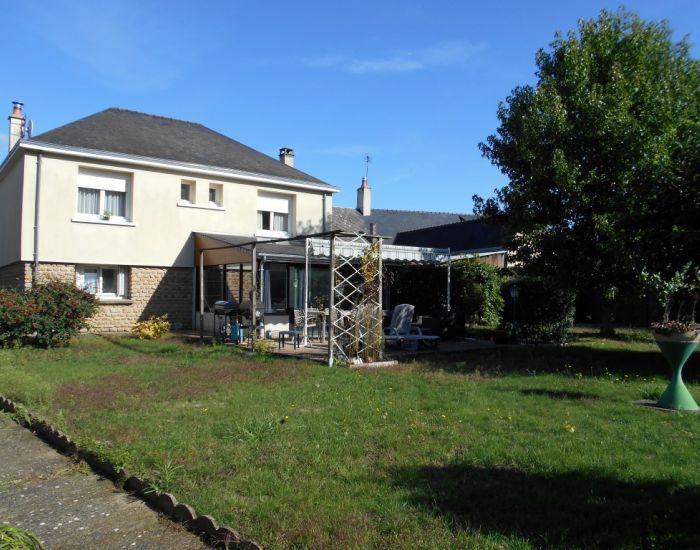 Malicorne sur Sarthe Axe Sablé-Le Mans Pavillon 3 chambres avec garage, dépendances et jardin