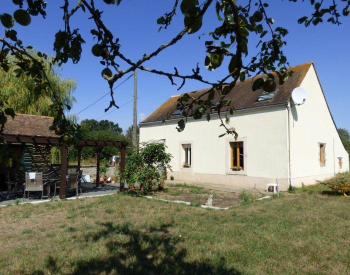 Fermette restaurée avec dépendances et prairie 10 minutes Sablé sur Sarthe