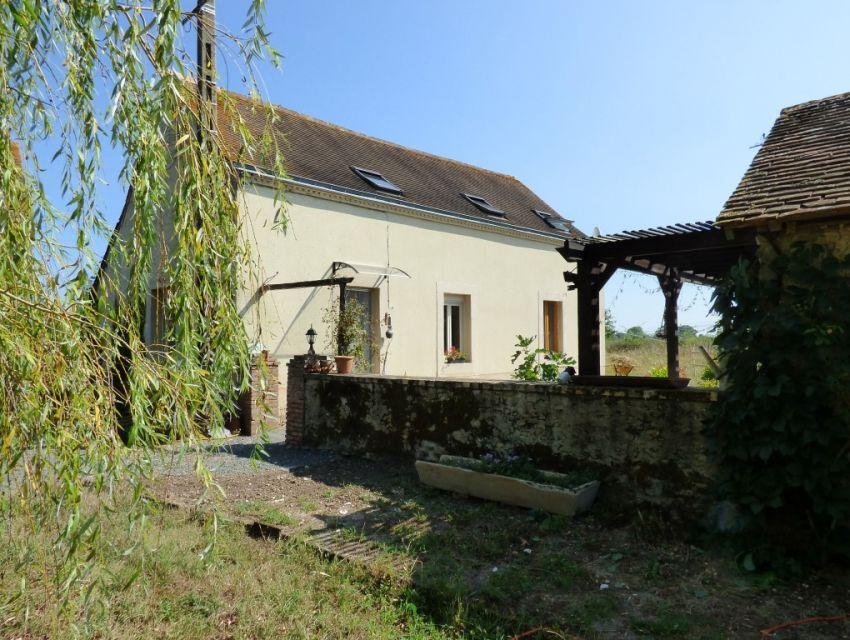 Propriété en campagne 10 minutes Sablé sur Sarthe Fermette restaurée avec dépendances et terrain de plus de deux hectares