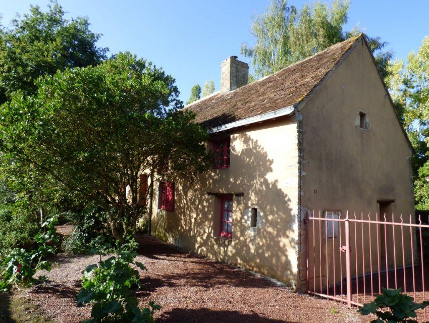 petite propriété villageoise dans la région de Loué (72540)