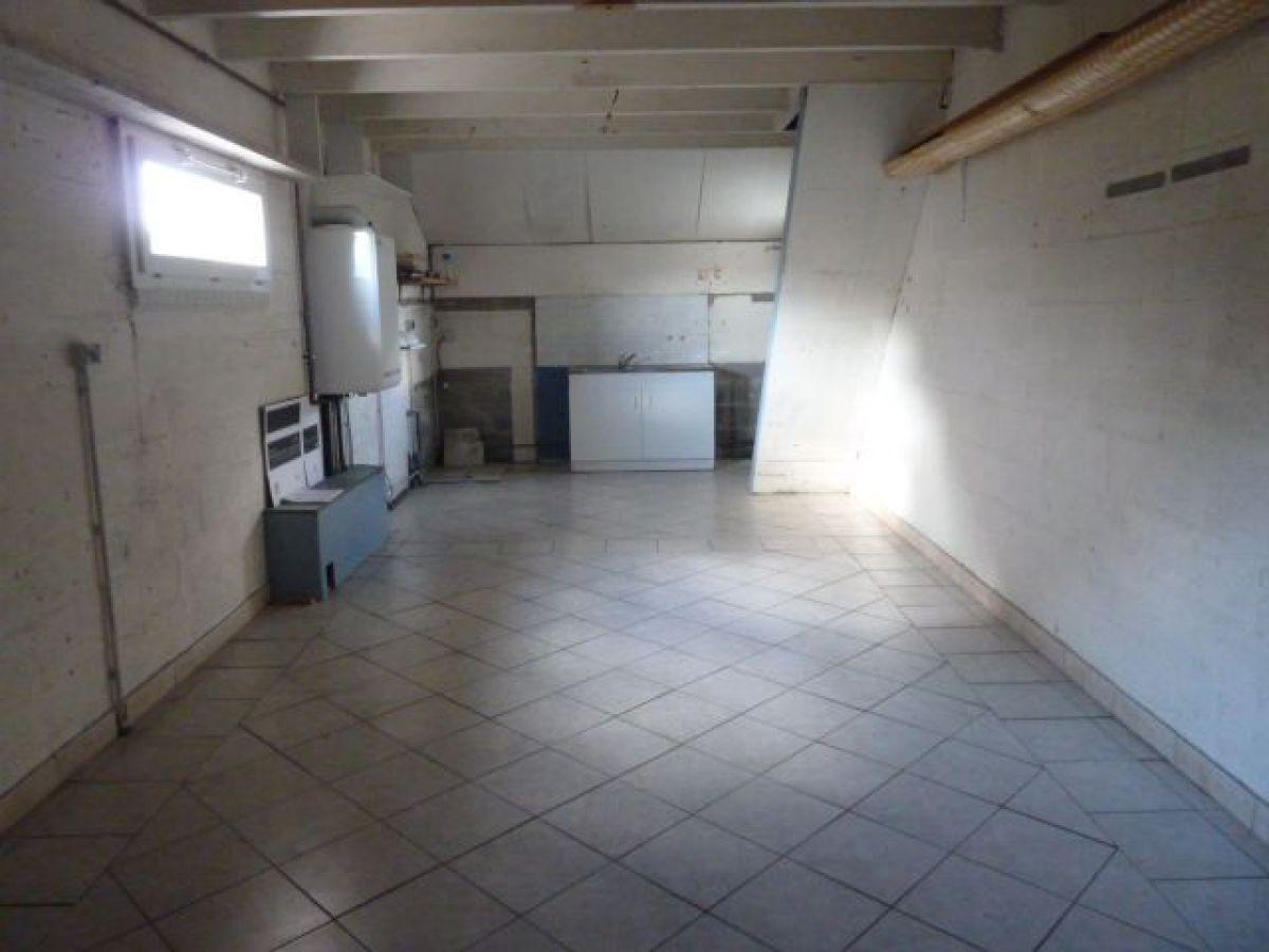 Pavillon plain pied 4 pi ces r gion sabl sur sarthe for Garage des communes acheres