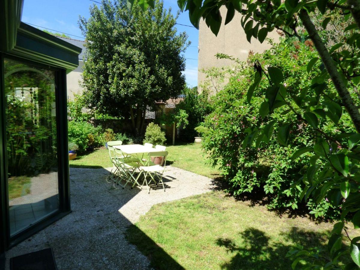 Maison de centre ville sabl sur sarthe maisons for Jardin clos