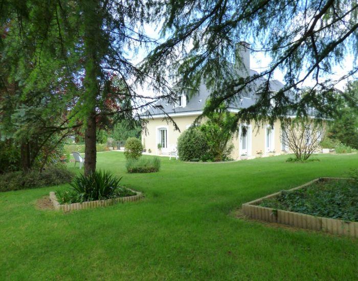 Propriété en bord de Sarthe, Solesmes proche Abbaye Pavillon sur sous-sol, séjour 70 m², 6 chambres