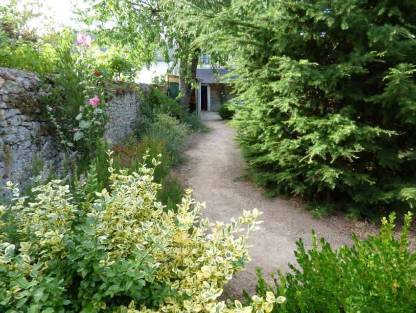 Solesmes maison à louer- jardin clos et garage - proche - abbaye.