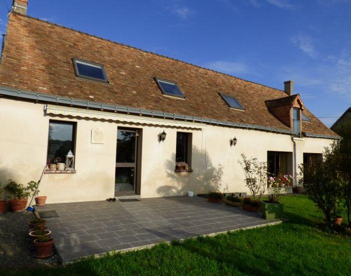 Fermette restaurée receptions ouvrant sur terrasse vue dominante sur campagne Région Malicorne sur Sarthe 72270 15 mn Sablé sur Sarthe