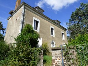 Maison bourgeoise à restaurer - Sarthe (72) - Secteur Sablé sur Sarthe- Propriété villageoise à restaurer.  à vendre