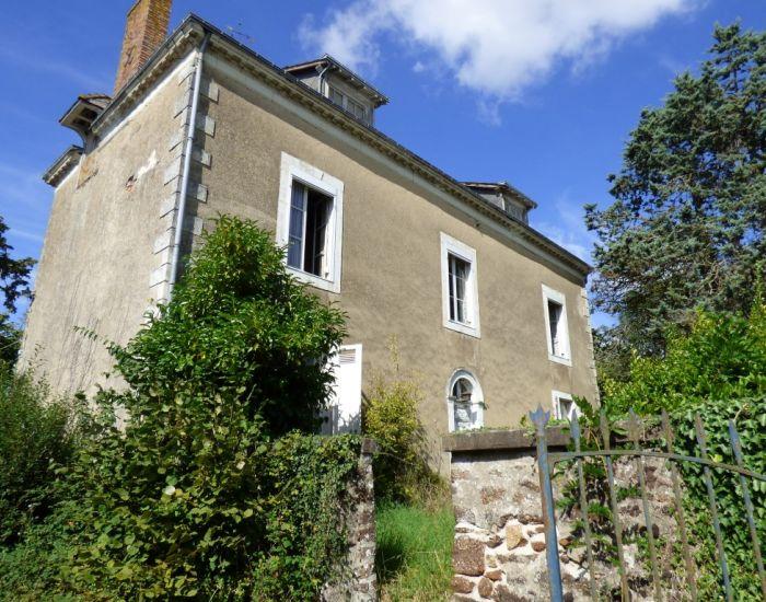 Maison bourgeoise à restaurer - Sarthe (72) - Secteur Sablé sur Sarthe- Propriété villageoise à restaurer.