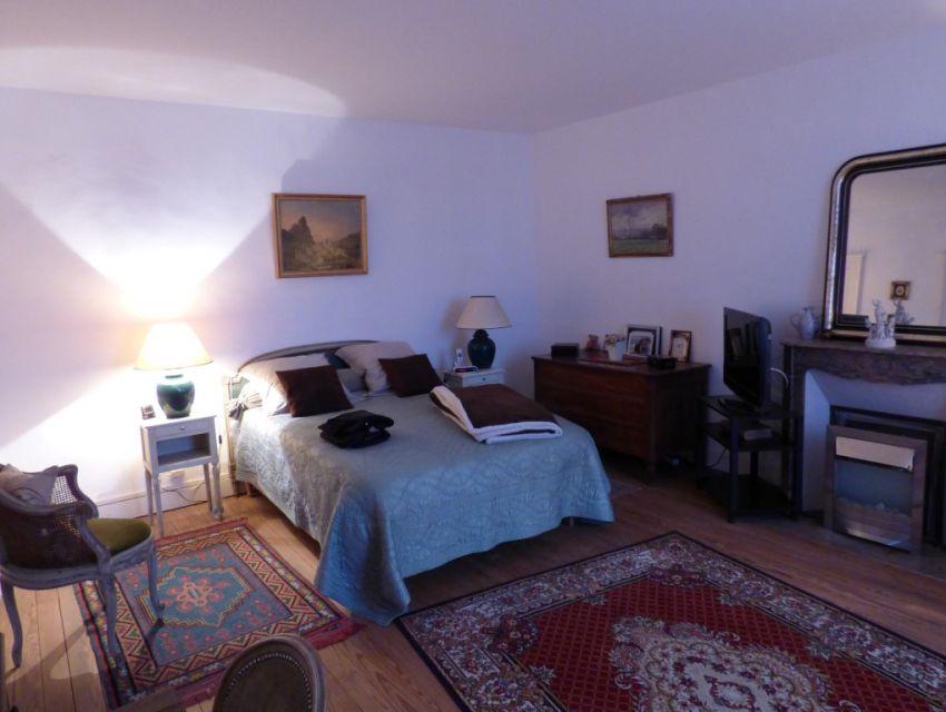 Maison de caractère restaurée avec jardin, garage et dépendances 5 chambres