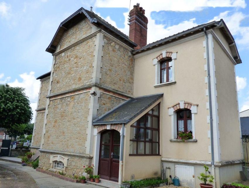 centre ville Sablé sur Sarthe maison avec garage jardin et dépendance.