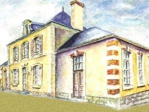 Maison villageoise région Sablé sur Sarthe  Façade percée de  fenêtres et lucarne à fronton à vendre