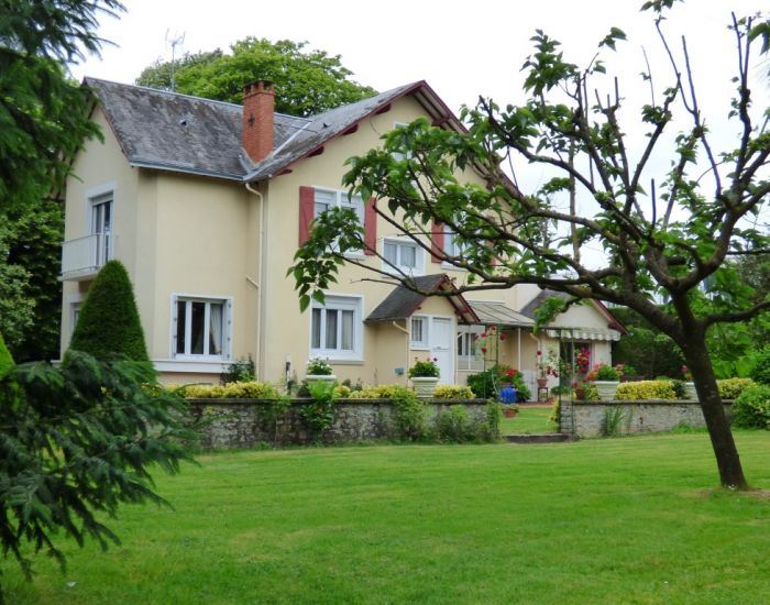 Maison de maître - maison de caractère avec dépendance et jardin - 72300 Sablé sur Sarthe