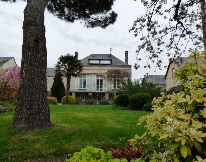 La Flèche (15 km) Malicorne-sur-Sarthe Maison de ville proche centre avec chambre plain-pied