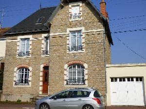 maison-5-chambres-sable-sur-sarthe-construction-pierre-meuliere à vendre