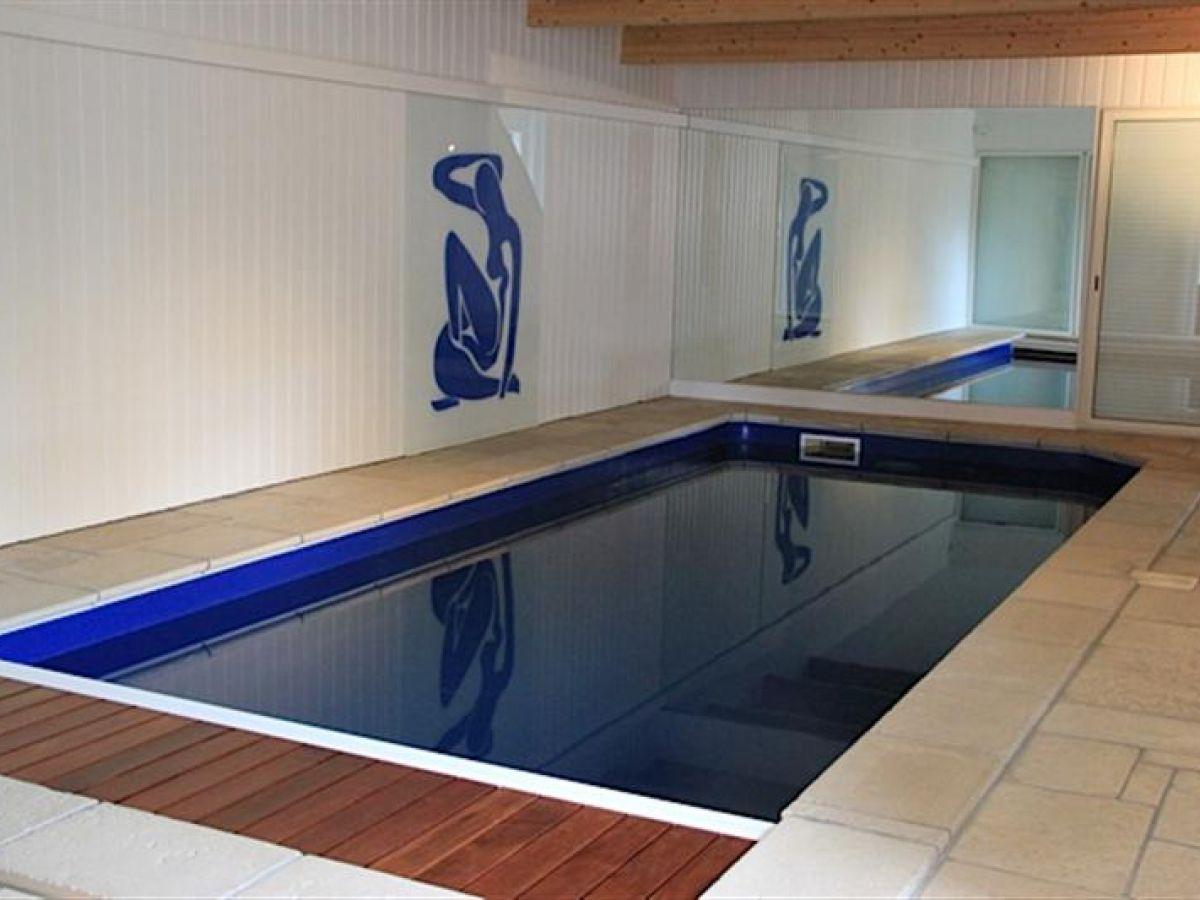 Luxueuse propri t contemporaine avec piscine int rieure - Residence piscine interieure ...