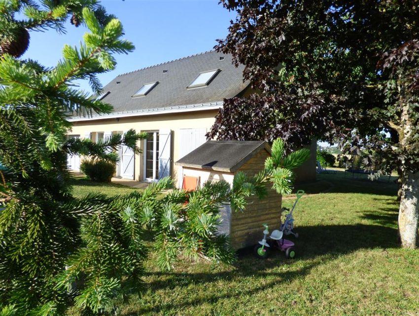 maison proche de brulon (72350)  avec garage jardin et terrasse.