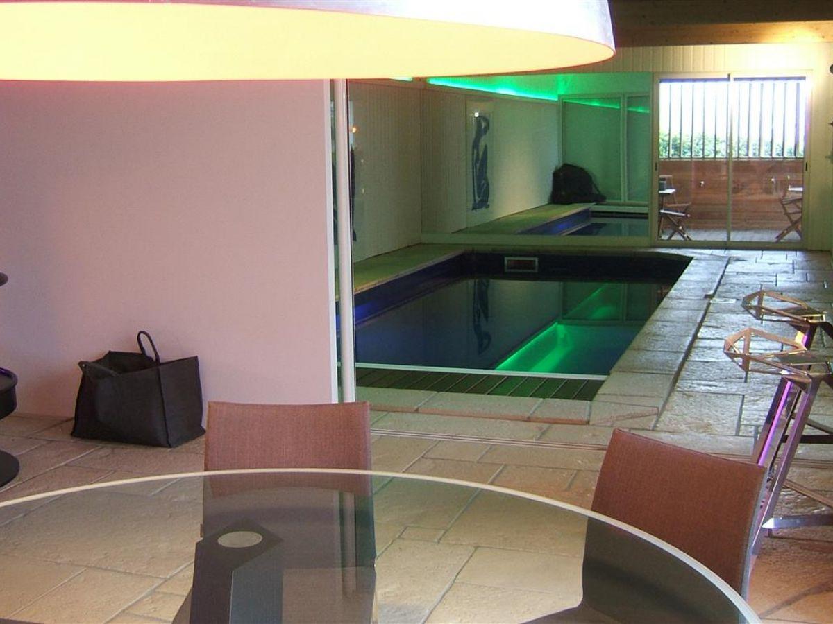 Luxueuse propri t contemporaine avec piscine int rieure - Residence avec piscine interieure ...