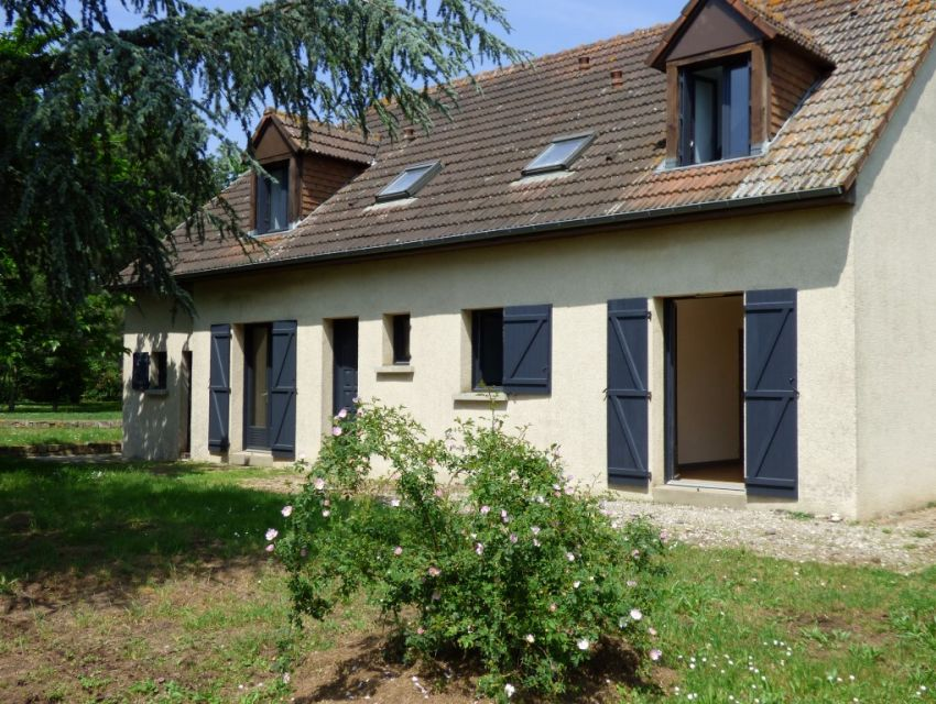 10 mn Sablé centre Pavillon 4 chambres dont 1 en plain-pied, garage et dépendance