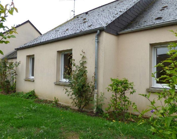 Sablé Sur Sarthe, proche gare SNCF, maison type 3, jardin clos