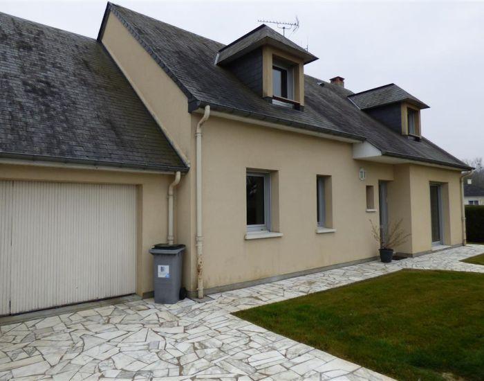 solesmes (72300), maison type 5 avec garage et terrain clos