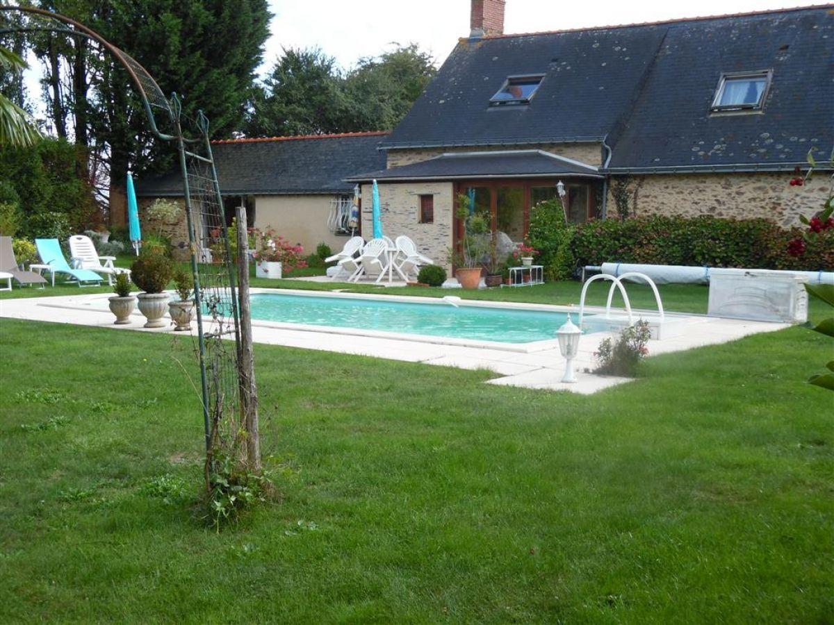 Maison En Campagne Avec Piscine Chauffee Proche D Angers Belles