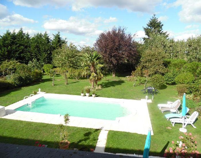 propriété avec piscine axe Sablé sur Sarthe - Angers.