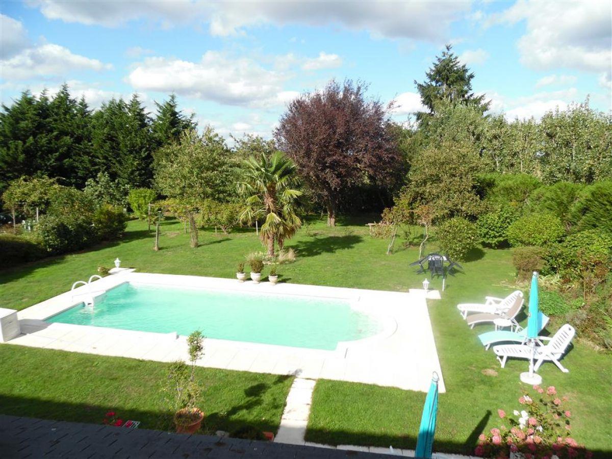 Maison en campagne avec piscine chauff e proche d 39 angers for Camping maine et loire avec piscine
