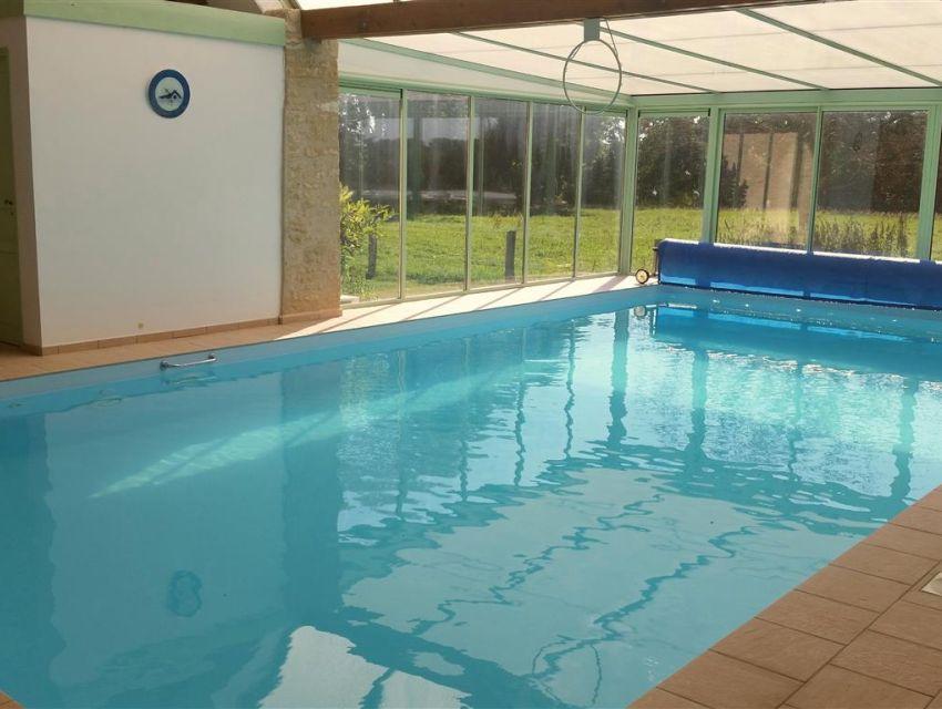Maison de charme proche le Mans avec piscine interieure.